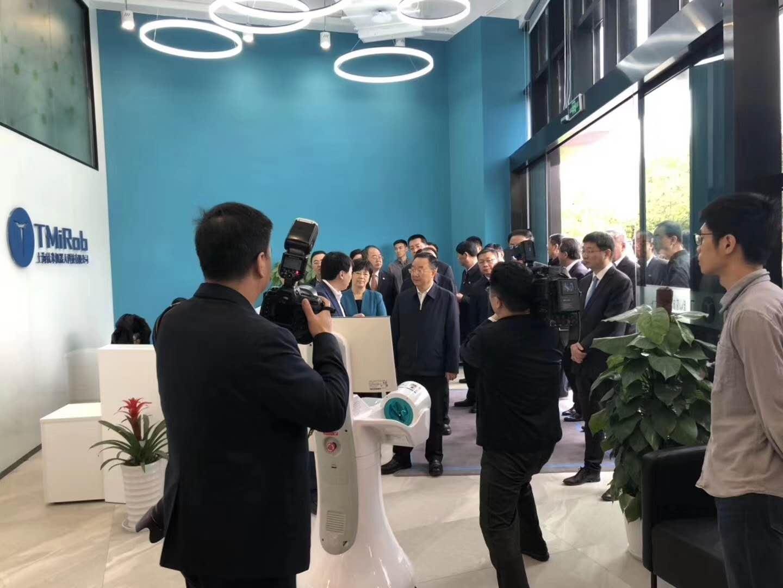 新闻速递 | 上海市副市长宗明陪同甘肃省领导参观中智达信人工智能手术室体验中心